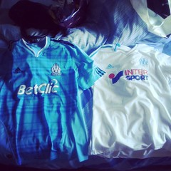 #achat#jour#day#shop#maillot#OM#marseille#teamom#foot #football @om_officiel #supportrice! @10apg #blanc #white#bleu #blue - Photo of La Boissière-d'Ans