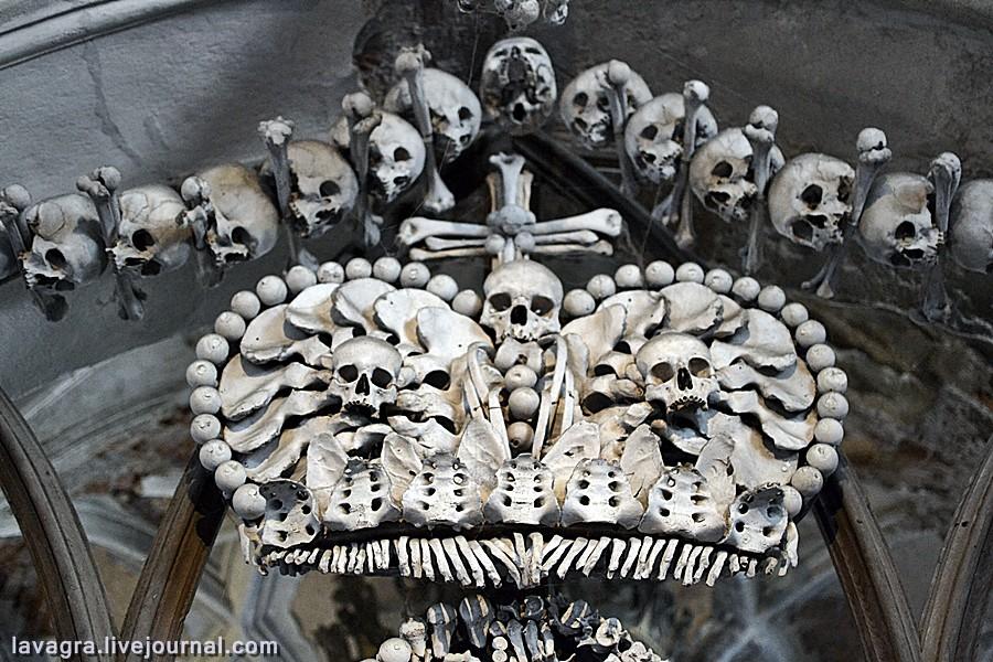фото мечей с добавлением человеческих костей обсуждаю