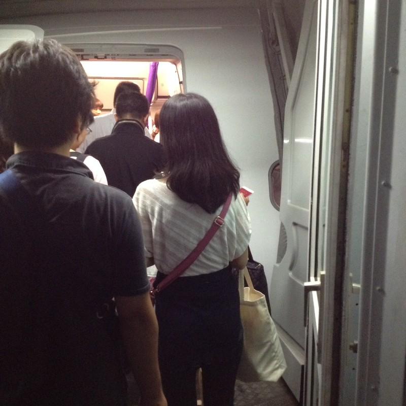 機内へ by haruhiko_iyota