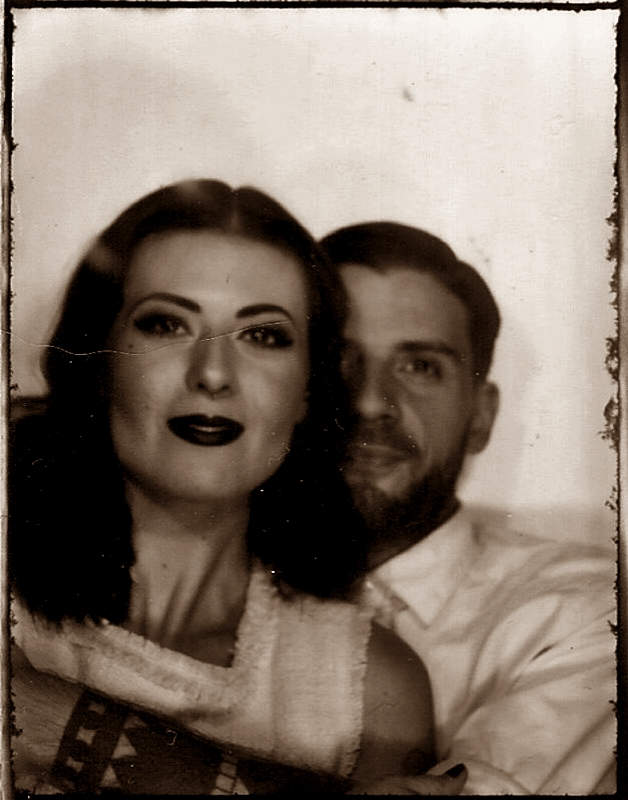 VINTAGE_PHOTO_LOVE_COUPLE_PHOTOAUTOMAT_BERLIN_NEUKOELLN_HERMANNPLATZ_LIEBE_40S_50S_HAIR_MAKE-UP