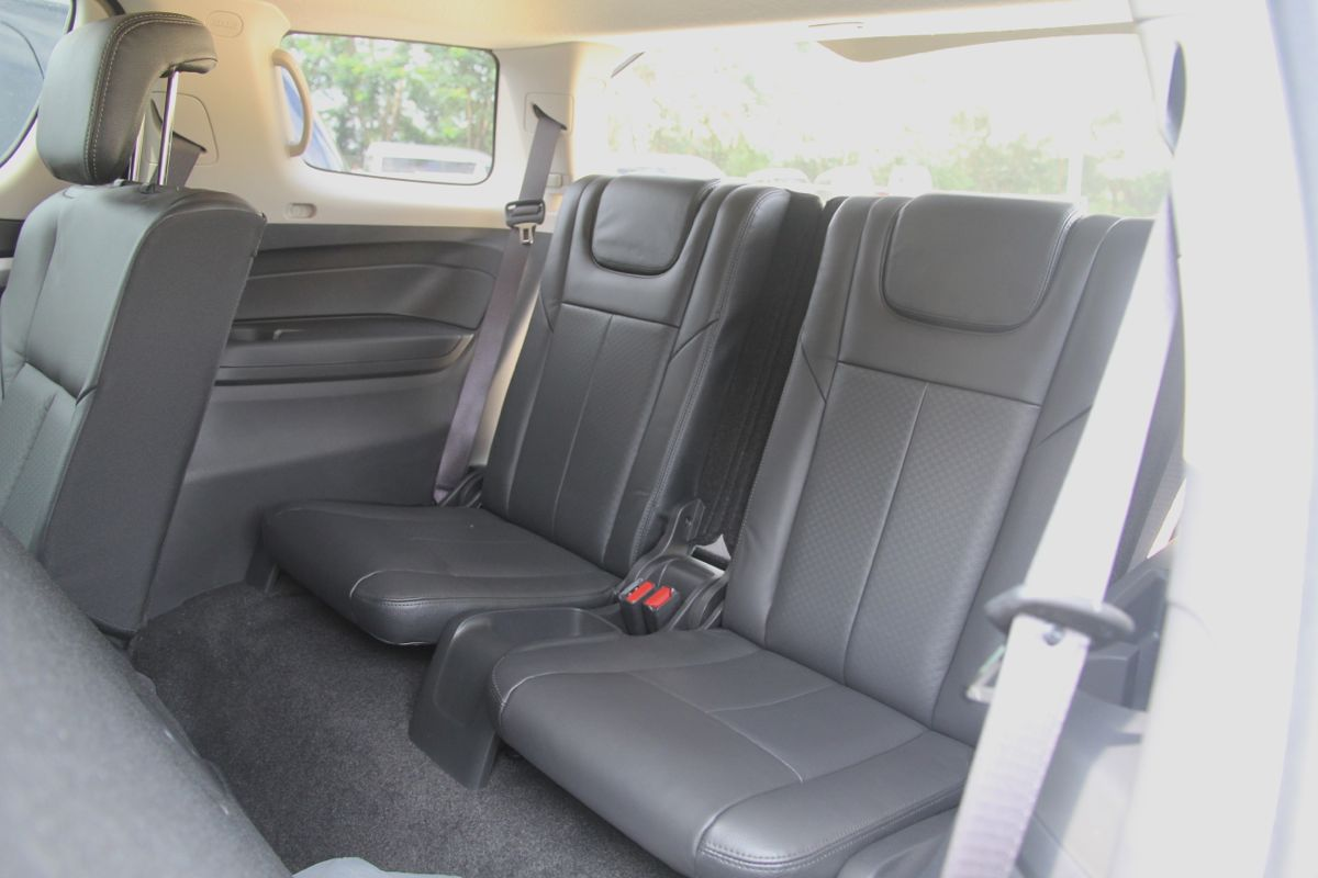 2015 ford everest vs 2014 isuzu mu x engines car interior design. Black Bedroom Furniture Sets. Home Design Ideas