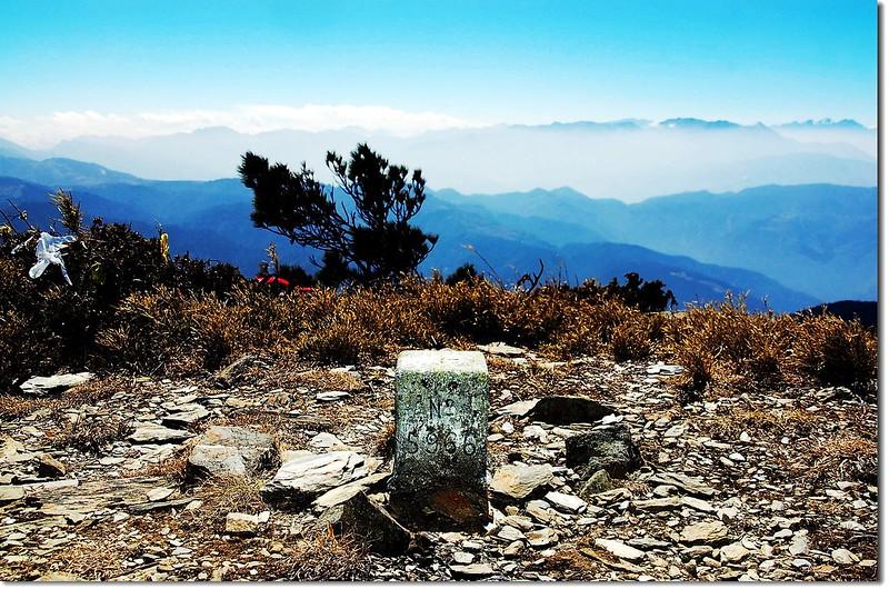 火山三等三角點(# 5966 Elev. 3258 m) 1