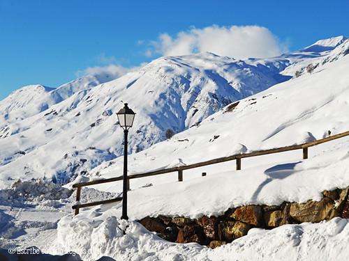 Montañas nevadas, teñidas de blanco en el mes de noviembre