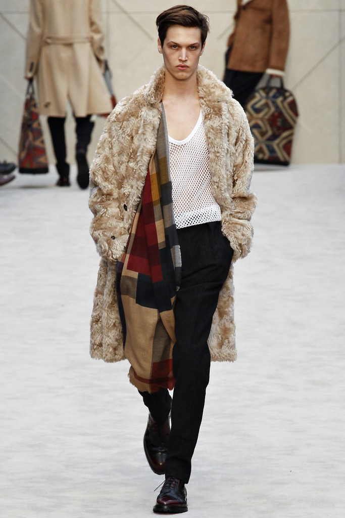 FW14 London Burberry Prorsum014_Stephen Smith(VOGUE)
