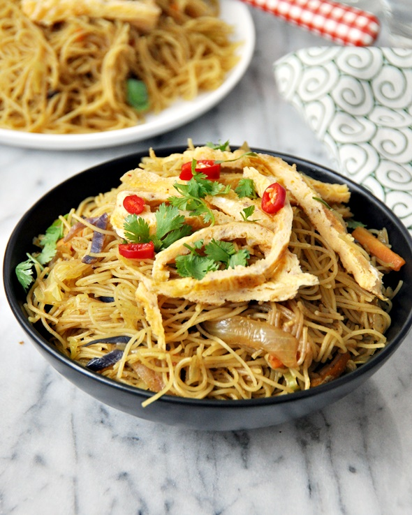 One-Pan Singapore Noodles | www.fussfreecooking.com