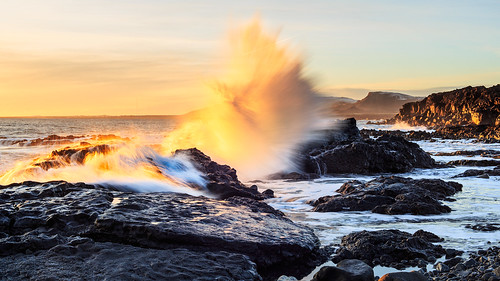 sunset sea beach iceland waves boulders splash selatangar zeissplanarmakrot250ze