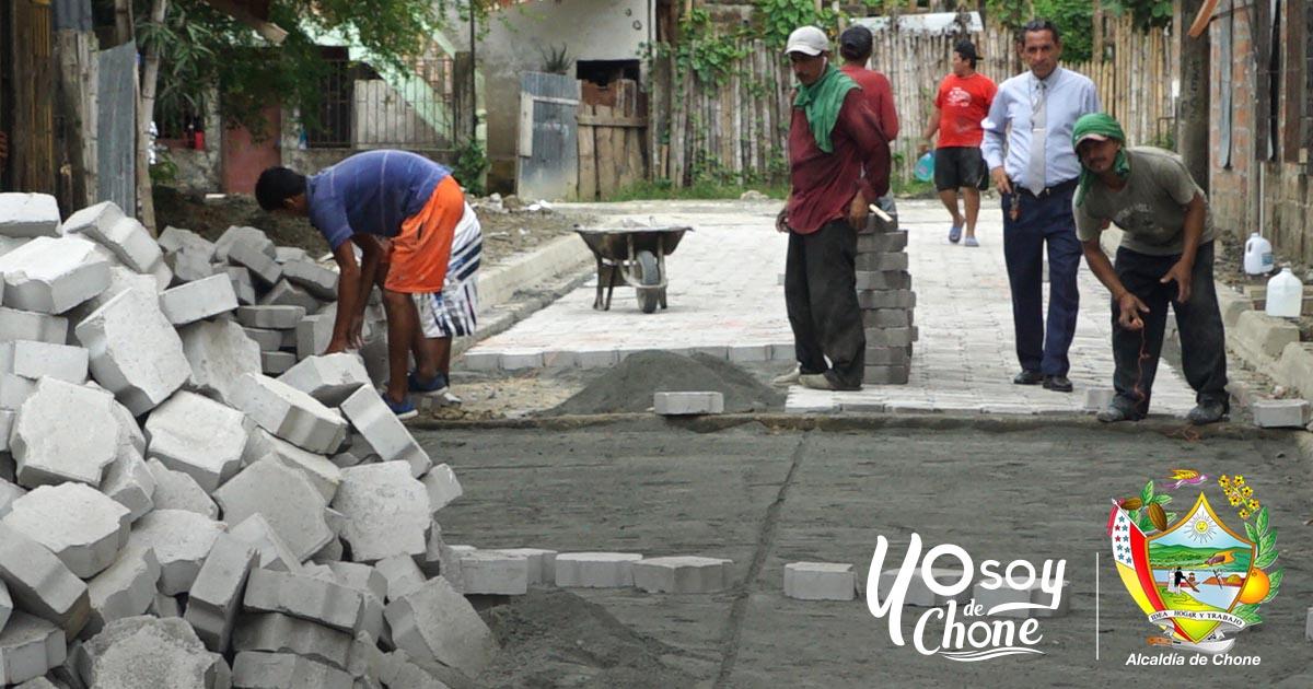 En Puerto Arturo continúan los trabajos de adoquinado