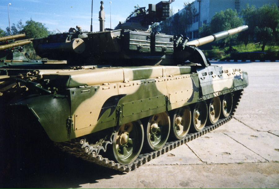 صور دبابات قتال رئيسية الجزائرية T-72M/M1/B/BK/AG/S ] Main Battle Tank Algerian ]   - صفحة 4 33875316150_79a34c682d_b