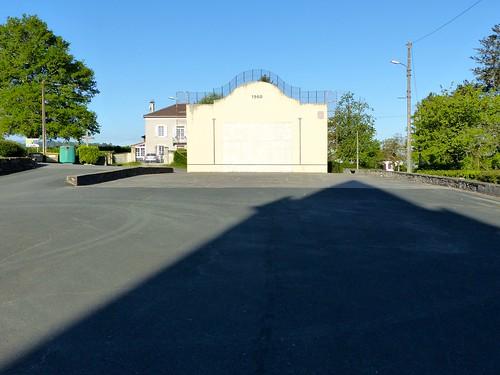 Masparraute ou Martxueta, Pyrénées-Atlantiques: ombre de l'église Saint-Étienne, XVIII°