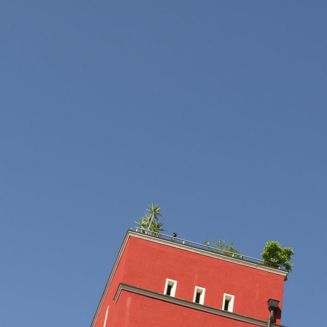 Red building on Zweibrückenstraße