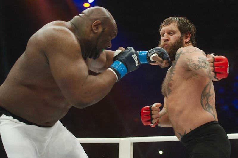 Alexander Emelianenko defeats Bob Sapp during the Legend Fighting Show - Рома Яндолин. Фотограф.