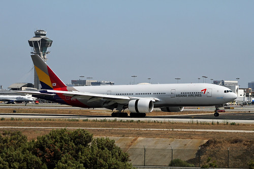 Asiana Boeing 777-200ER by Ron Monroe