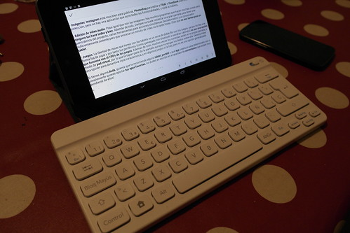 Tablet, teclado y atril