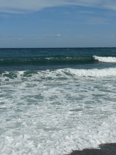 la mer sans arrêt roulait ses galets