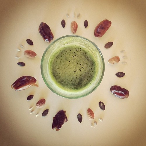 Yummy Breakfast Green Juice with Dates, Nuts and Seeds. Yummy Green Juice recipe from @fullyrawkristina my version on the Blog www.therabbitandtherobin.co.za {follow me @robindeel on Instagram} Official @rabbitandrobin  #fullyrawkristina #greenjuice #juic
