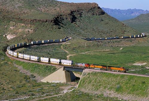 railroad bridge arizona train az curve ge bnsf springtime kingman dash9 c449w stacktrain kingmancanyon intermodaltrain