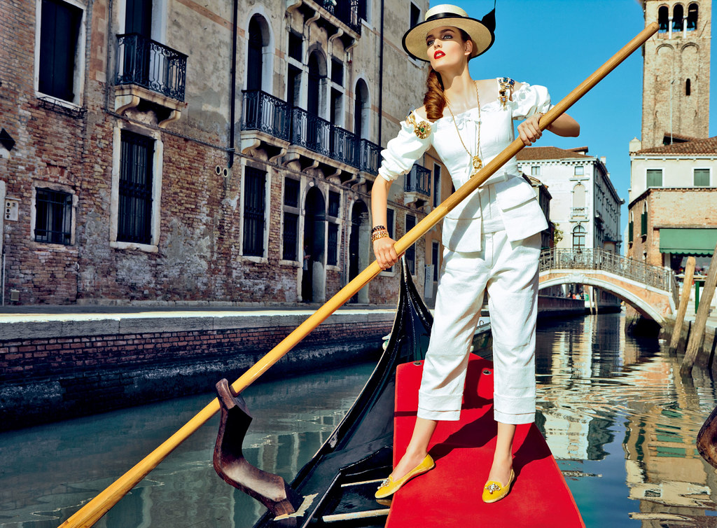 Zuzanna-Bijoch-by-Pierpaolo-Ferrari-for-Vogue-Japan-February-2014-(My-Fascination-with-Venice)-(6)