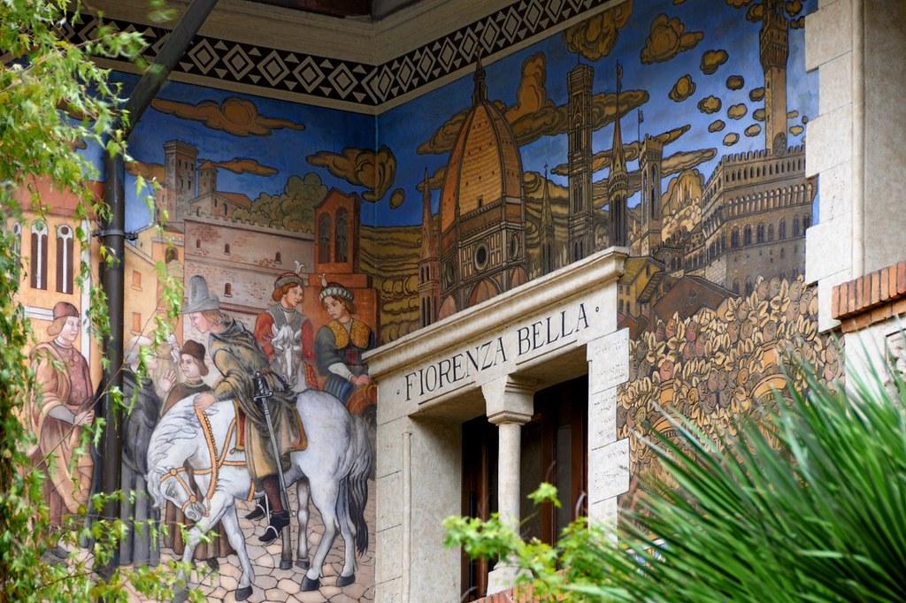 Roma Coppedè - Villini delle Fate decorazione esterna 2