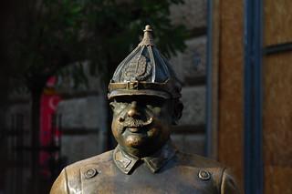Polizist-Statue