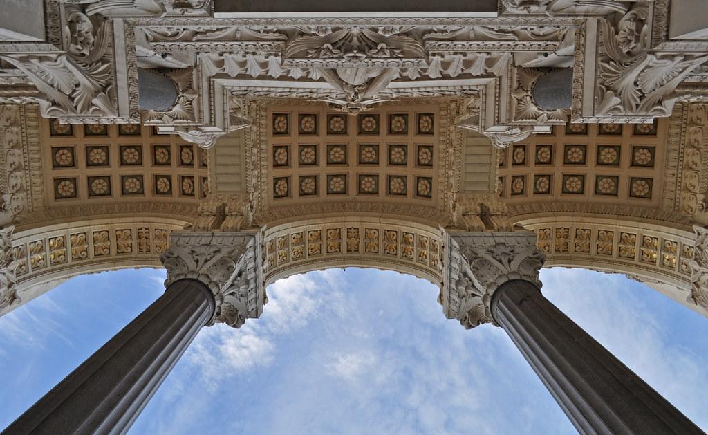 France - Lyon - Basilique Notre Dame de Fourviere by Harshil Shah, on Flickr. Fuente