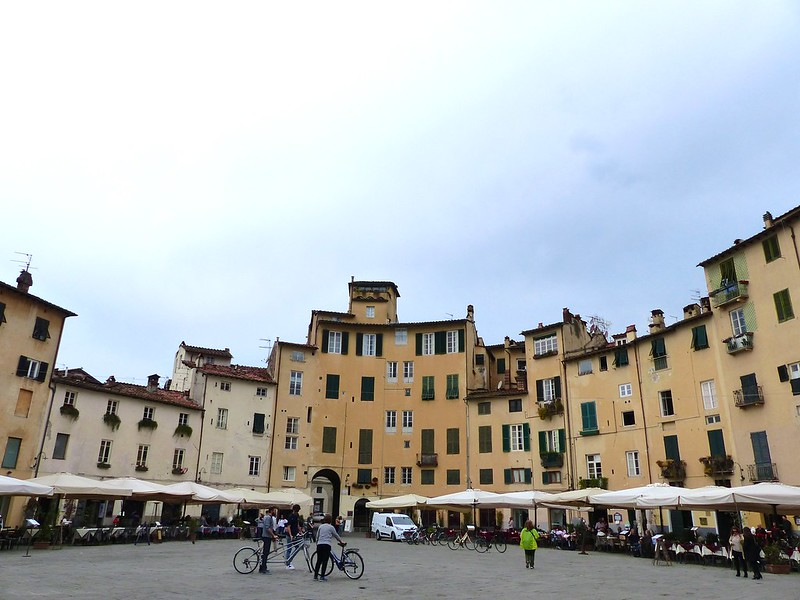 This is a picture of the anfiteatro in Lucca