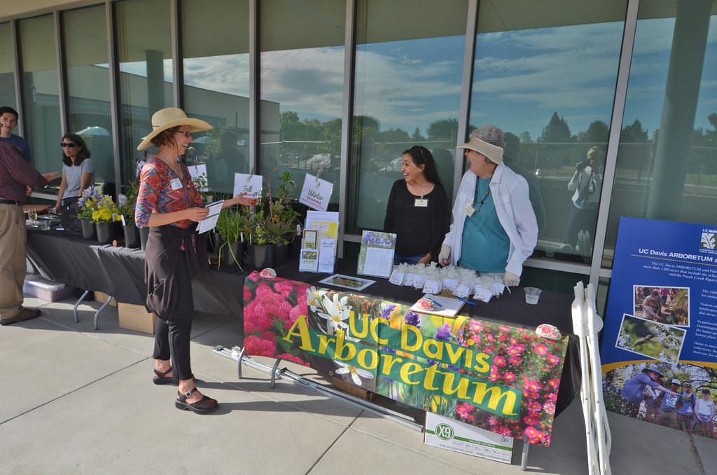 Hummingbird GATEway Garden Outreach