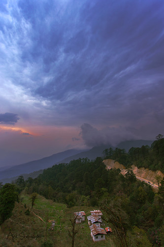 sunset sun house mountain clouds canon bhutan thimpu f4 1740 6d