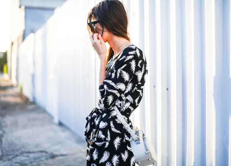modern legacy fashion blog ebony eve palm print dress street style inspo details celine monochrome trend (3 of 5)