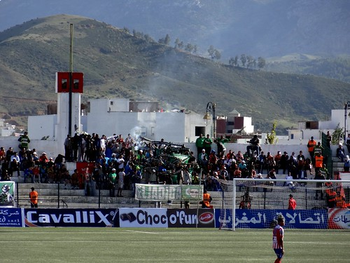 قمة الدوري بين المغربي التطواني و الدفاع الحسني الجديدي