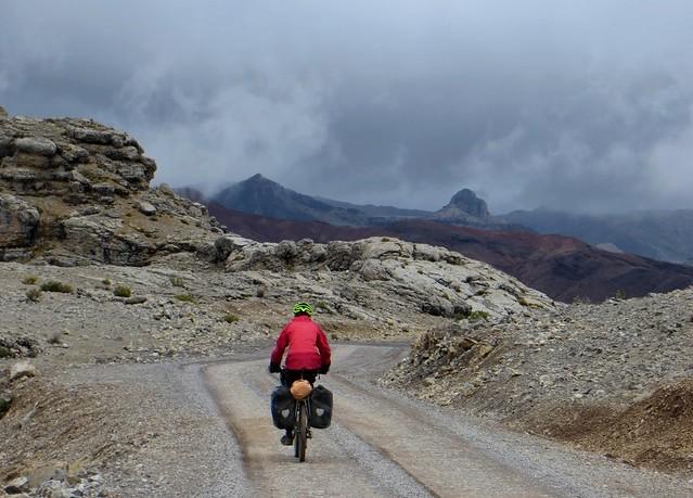 The descent from Abra Ritipata