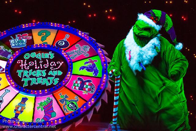 Disneyland Dec 2012 - Taking the Holiday Time at Disneyland Park Tour