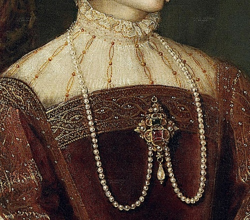 1548 Empress Isabel by Titian (Prado) bodice, partlet and necklace.