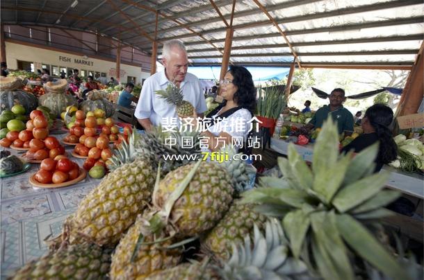 探访当地的新鲜水果市场