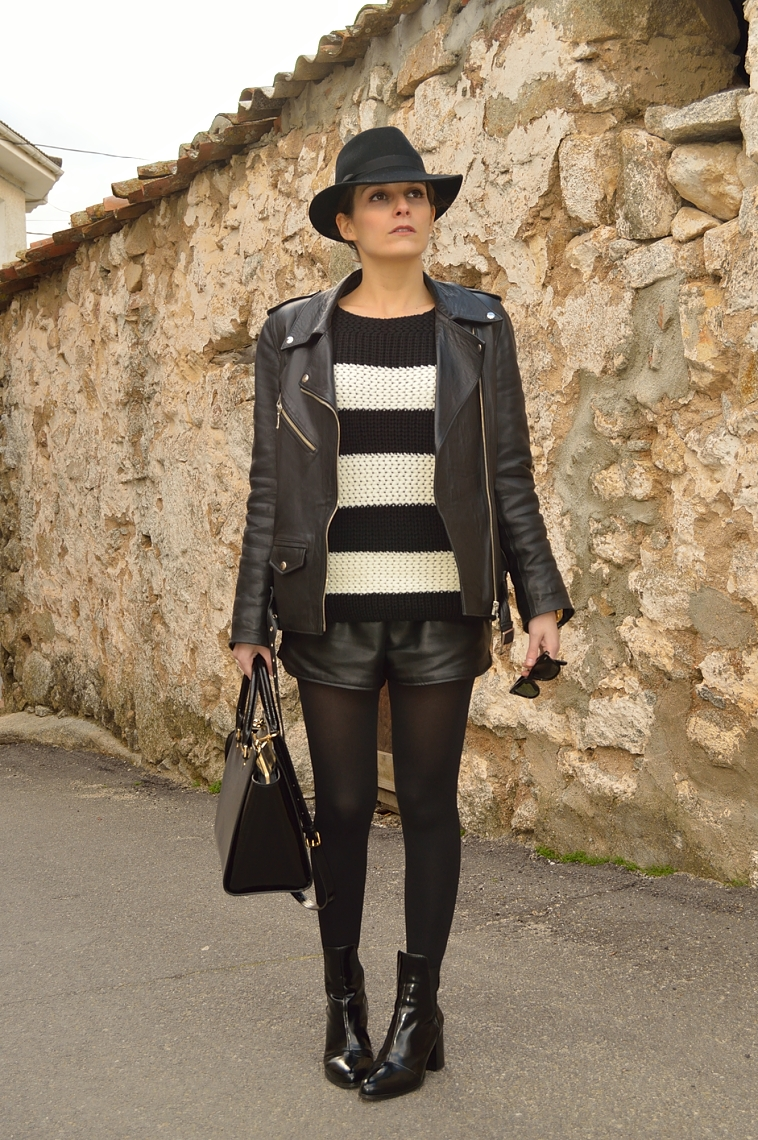 lara-vazquez-madlula-blog-black-white-streetstyle-fashion-leather-biker-jacket