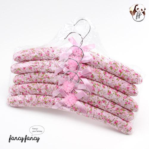 93.紅粉玫瑰緞帶蝴蝶結布質衣架(一組五支)