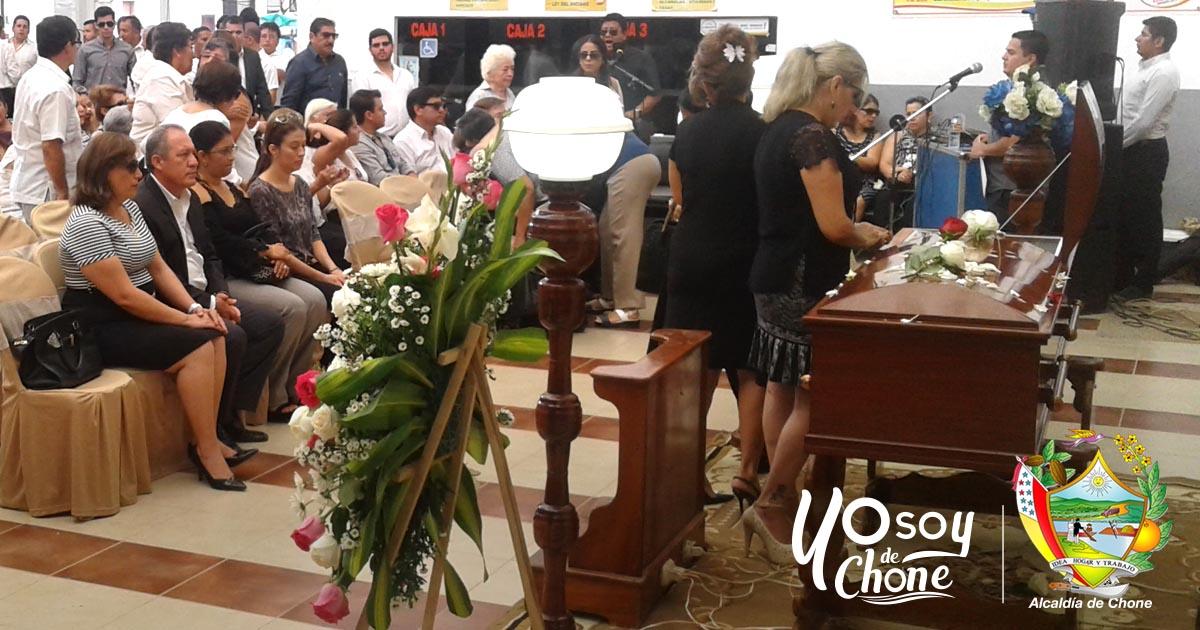 Ex concejala de Chone fue despedida con capilla ardiente