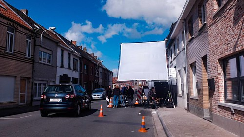 4x4 silent cloth on the streets of Ninove !  #naturallight #electro #gripandelectric #setlife #narafifilm #potjesendekseltjes #Lites @narafi_film