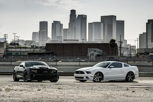 Mustang VS Camaro 2