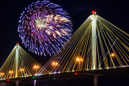 longexposure bridge water america river unitedstates fireworks celebration nighttime missouri mississippiriver riverfront 4thofjuly independenceday clarkbridge altonillinois philipleara