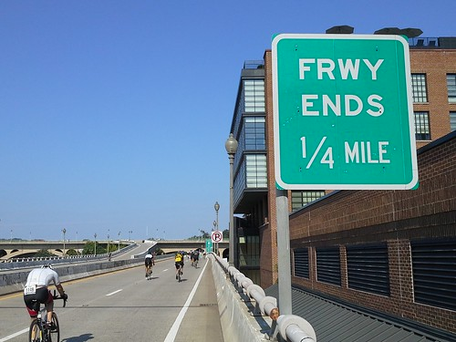 Freeway ends 1/4 mile