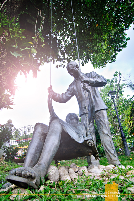 Sculpture of Gloria and Diosdado at the Macapagal-Macaraeg Ancestral House in Iligan City
