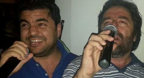 Gianpiero e Focarelli durante un karaoke