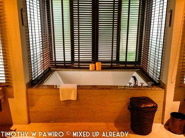 Malaysia - Kinabalu - Gaya Island Resort - Bayu villa - The bathtub
