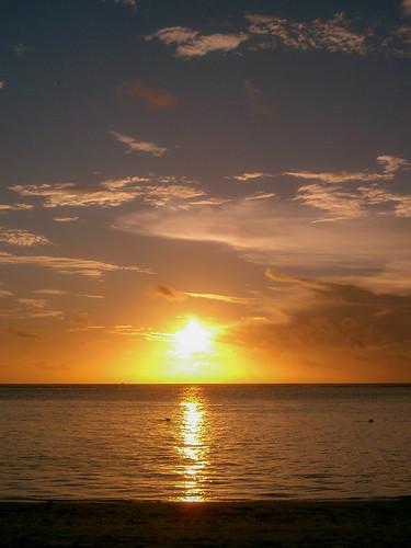 casio qvr40 compactcamera lowres lowresolution casioqvr40 pointandshoot ps sunset sunsetlight tramonto sea seascape mare beach landscape panorama paesaggio spiaggia dusk crepuscolo natura nature mauritius rivièrenoiredistrict colors tropic tropical clouds nuvole ocean oceano oceanoindiano indianocean