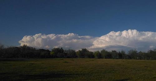 Ir de barbacoa con los amigos y ver esto #nubes #igerszgz #igersaragon #nuboso #clouds #cloudy #horizonte #sinfiltros #nofiltersneeded
