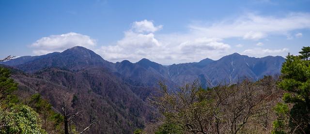 袖平山直下展望台からの景色・・・蛭ヶ岳~檜洞丸・熊笹ノ峰