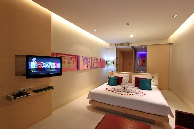 Deluxe Jacuzzi Room 1.jpg