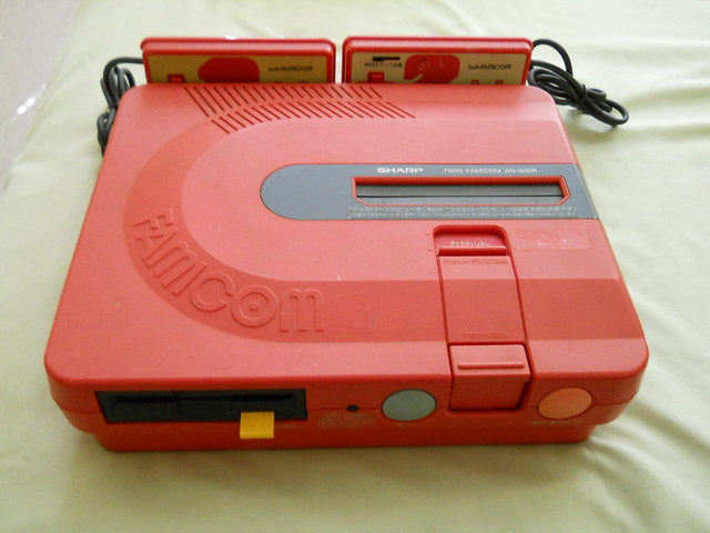 Famicom Twin Sharp