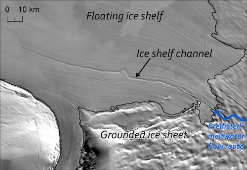 Гигантские тоннели обнаружены под антарктическим шельфовым ледником