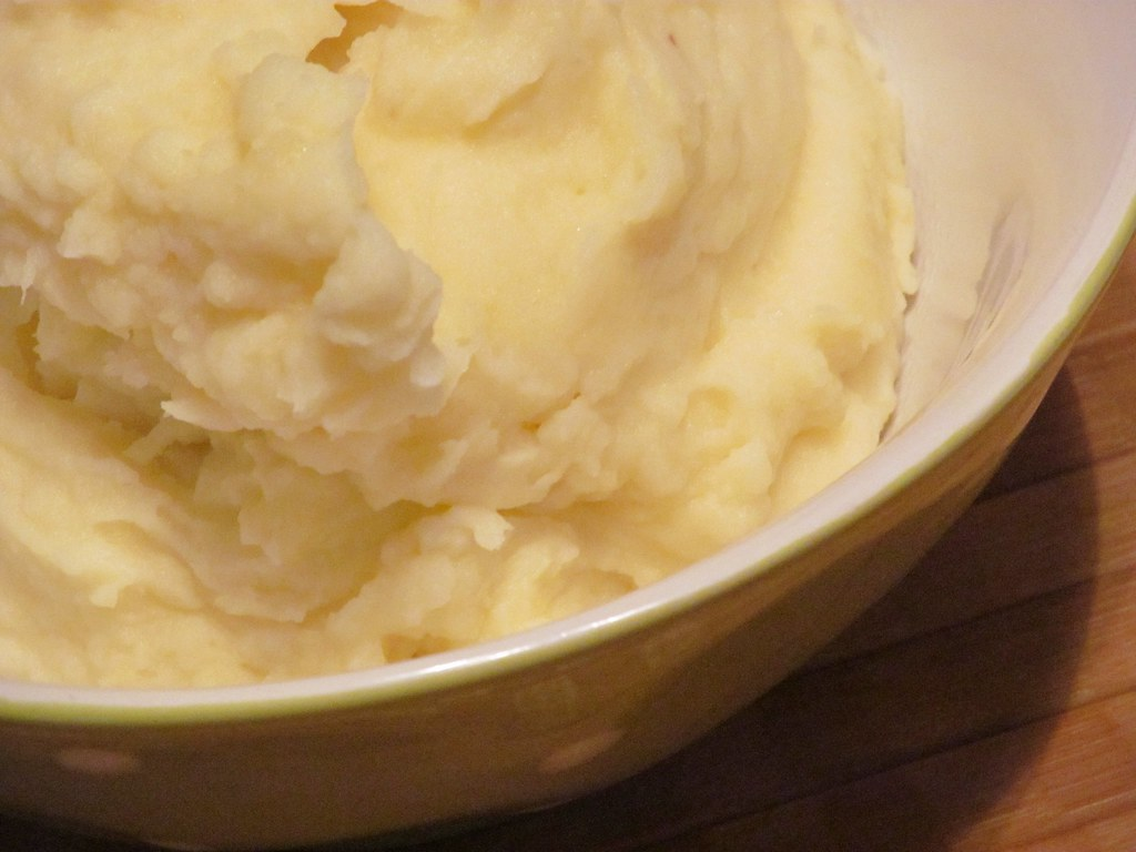 mashed potatoes dehydrated, prepared from granules with milk, water and margarine added